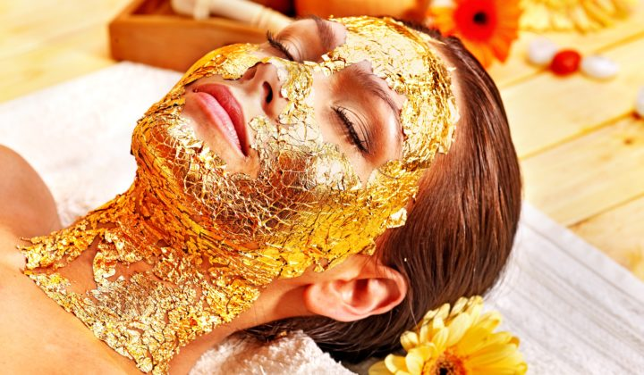 Use these gold skincare tips with Cocoàge Cosmetics to truly feel the anti-aging benefits our their luxury skincare line.